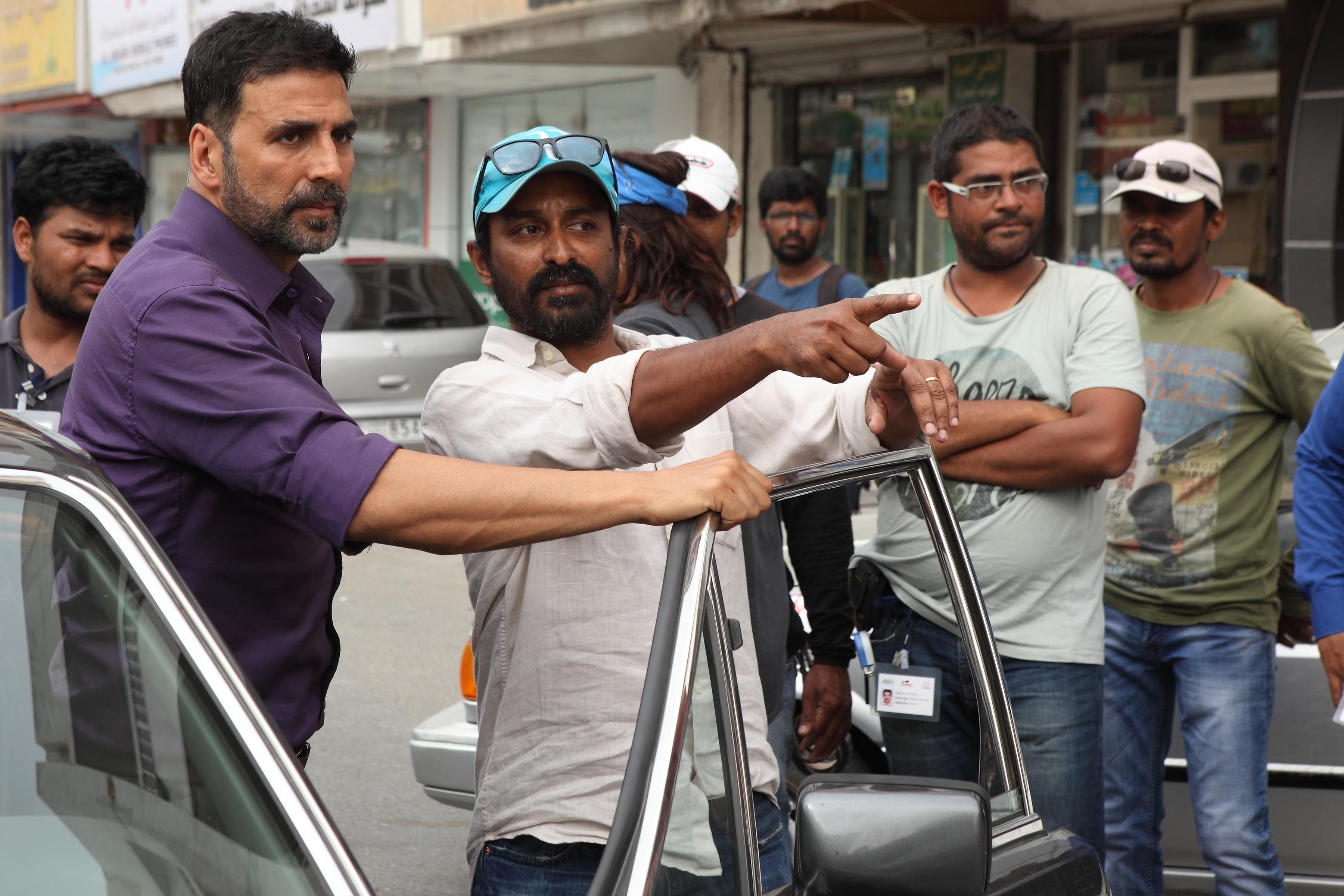 raja and akshay on set
