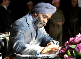 Absence du Canada à la rencontre anti-ÉI: et si le turban du ministre Sajjan était en cause?