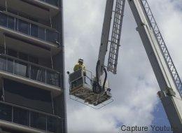 Ce chat joue un tour au pompier sur sa grande échelle (VIDÉO)
