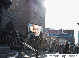 Voyez les photos de René Angélil en chapelle ardente (PHOTOS/VIDÉO)