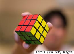 Ce robot résout le Cube Rubik en une petite seconde