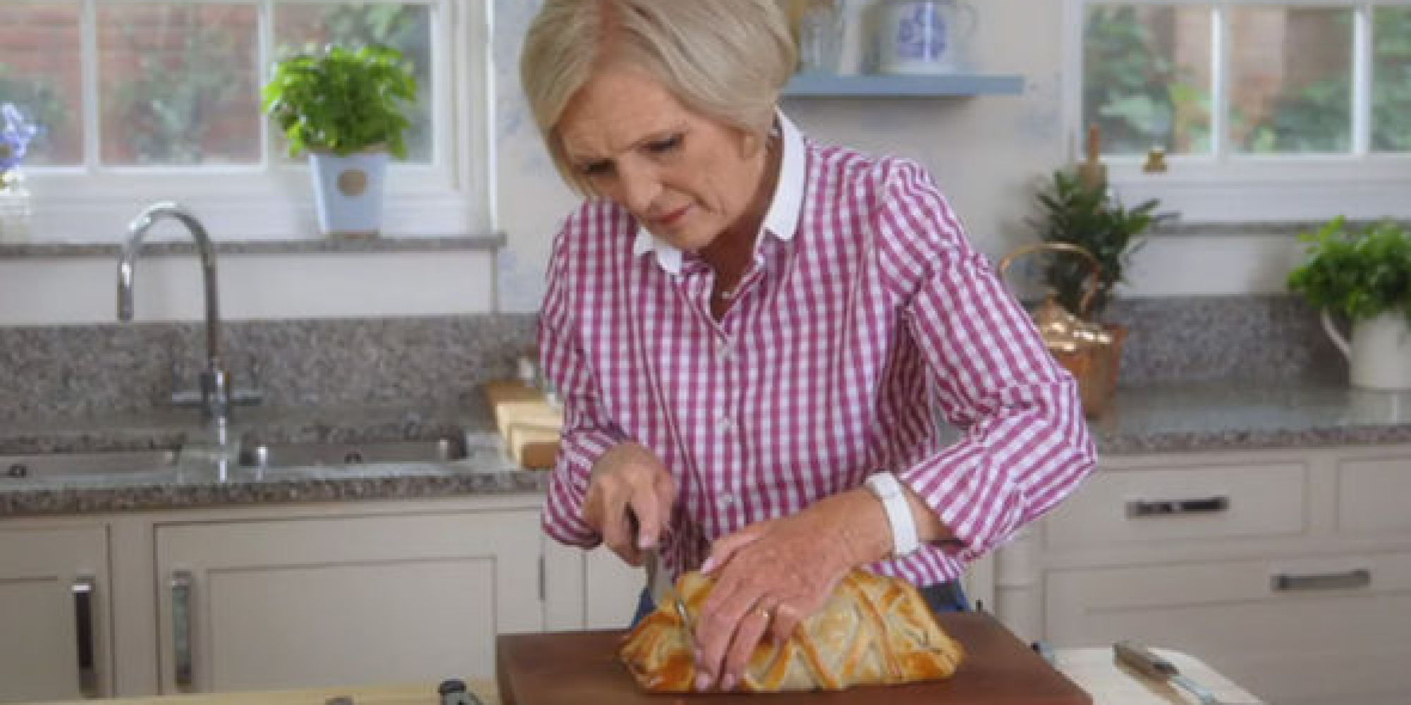 Mary berry made a beef wellington with a soggy bottom on for Mary berry uk