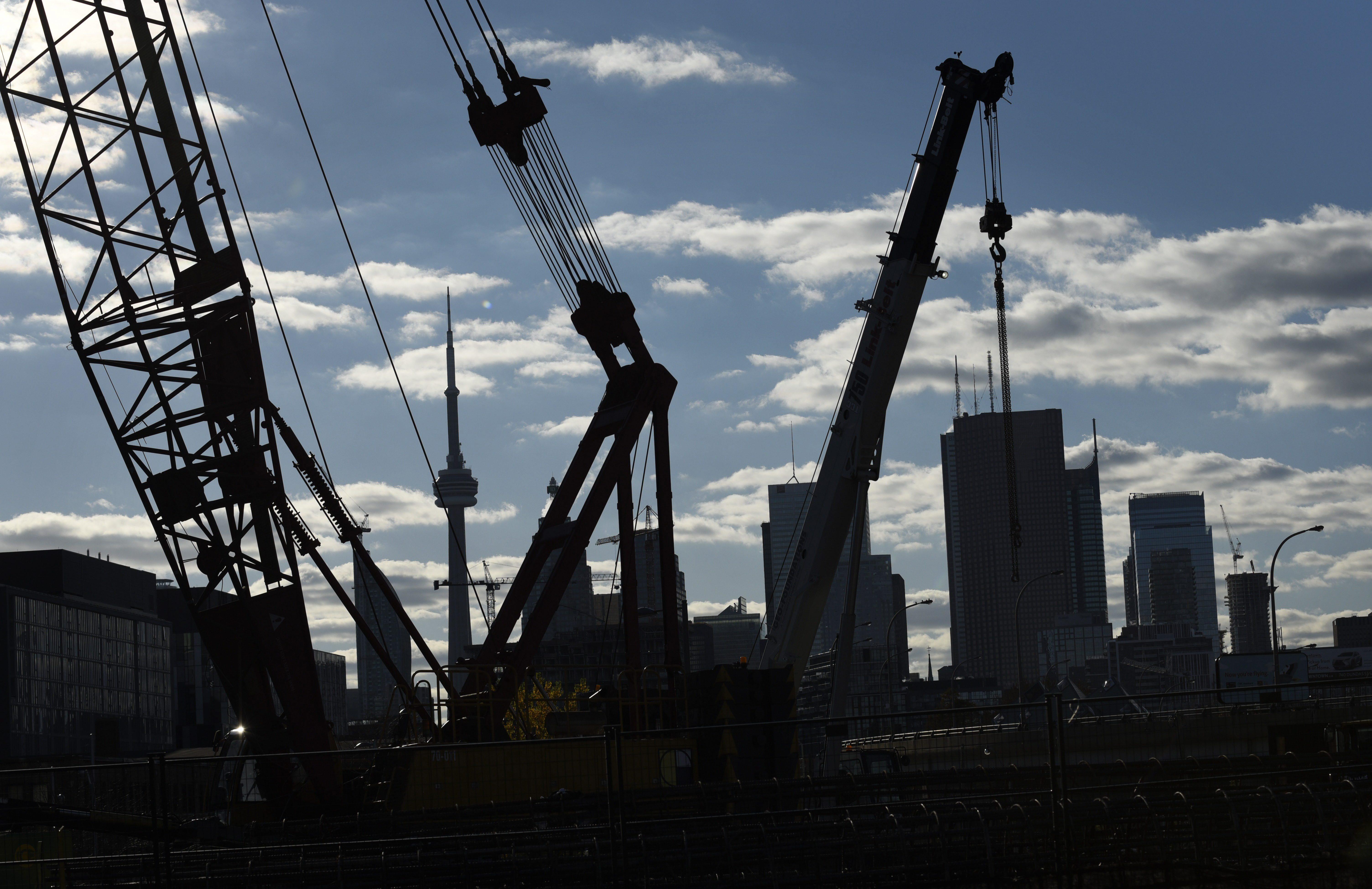 construction cranes toronto