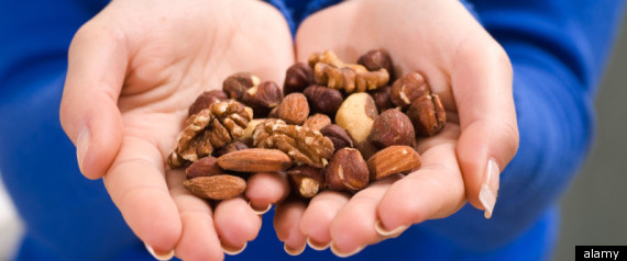 HANDFUL NUTS WEIGHT LOSS