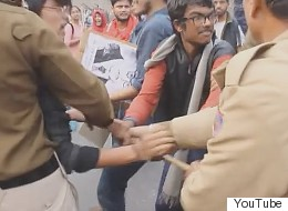 Delhi Police Beat Up Women, Attack Students Protesting  Rohith Vemula's Death In Front Of RSS Office