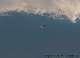 Chute en surf sur une vague monstrueuse à Hawaï