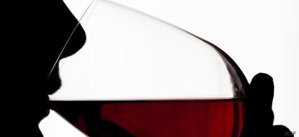 Il suo segreto per vivere a lungo? Bere solo vino rosso