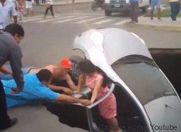 Un trou happe leur voiture, ils sont secourus par des passants (VIDÉO)