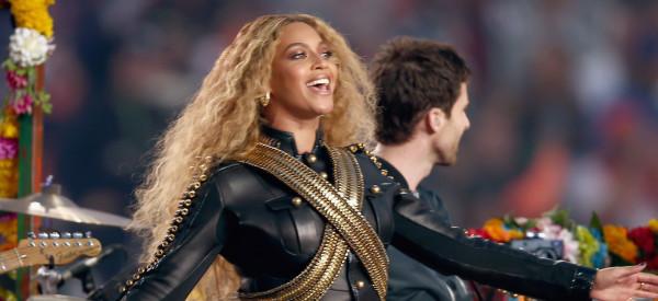 Beyoncé a failli chuter au Super Bowl (mais elle a quand même volé la vedette à Coldplay)