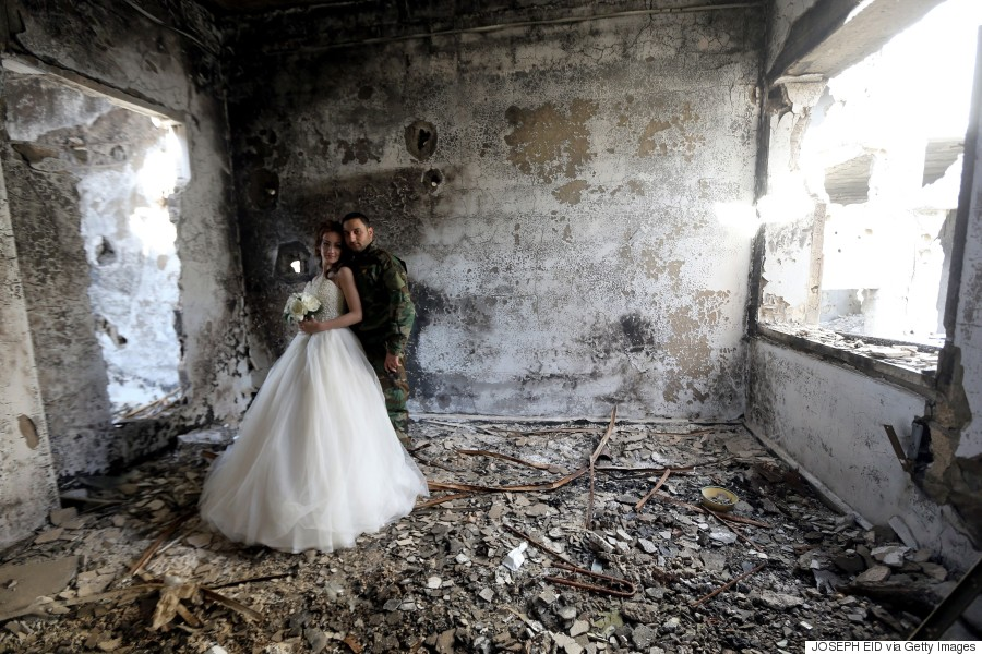 wedding photos taken amid ruins in homs syria are breathtaking. Black Bedroom Furniture Sets. Home Design Ideas