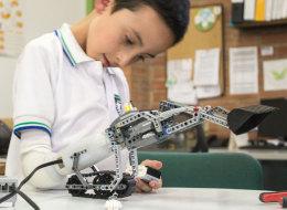 Les prothèses en Lego pour enfants remportent le prix Netexplo