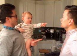 Face au jumeau de son papa, ce bébé est assez perturbé
