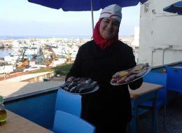 أرملة جزائرية تحدّت الإرهاب فأصبحت أول صيادة رسمية في البلاد
