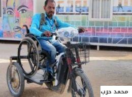 رغم أنف المعاناة.. سوري في مخيم الزعتري يصنع عربةً من الخردوات