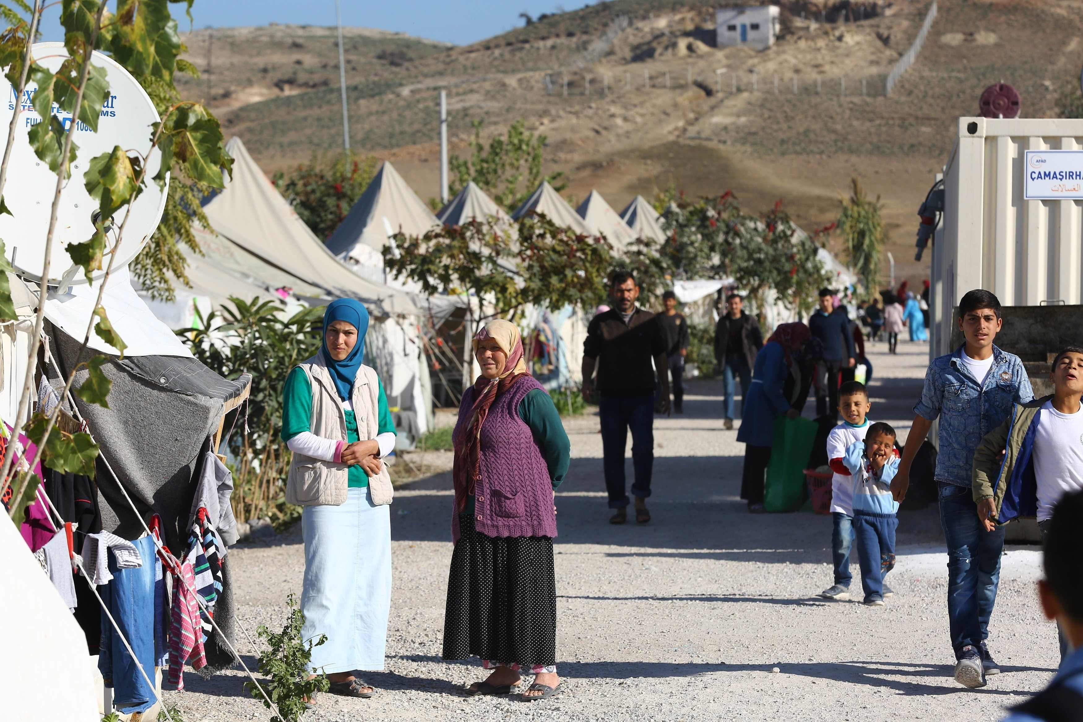 refugee turkey camp 2015