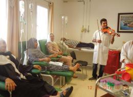 أطبّاء تونسيون يؤسّسون فرقةً موسيقيّة داخل المستشفى!.. تعرف على السبب