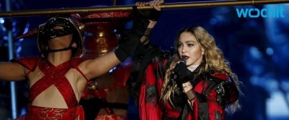 MADONNA WEARS THE FLAG OF THE PHILIPPINES
