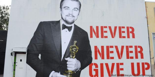 UAU! DiCaprio e seu Oscar viram mural F*DA em Hollywood