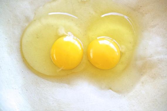 raw eggs food