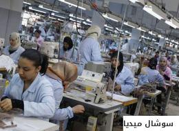 تشبثاً بمورد رزقهن الوحيد.. كيف أنقذت عاملات خياطة في تونس مصنعاً أغلقه صاحبه بعد إفلاسه؟