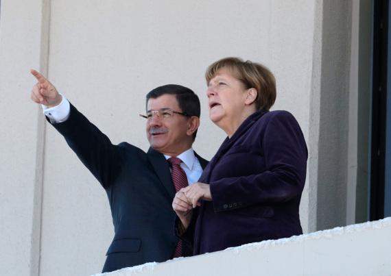 سيطيح اللجوء ألمانيا بحزب ميركل o-MERKEL-570.jpg?3