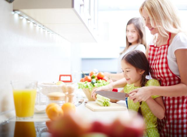 9 Bonnes Raisons De Cuisiner Avec Ses Enfants Carla Schiappa