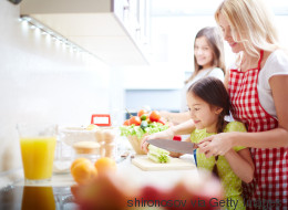 10 Ideas to Engage Toddlers in the Kitchen