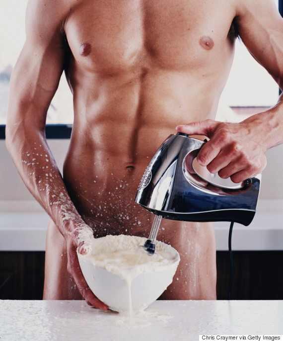 Sexy naked man cooking — photo 1