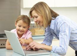 هذه حياة الأمهات على الإنترنت.. إليك أشهر صفحات فيسبوك للرد على استفساراتهن