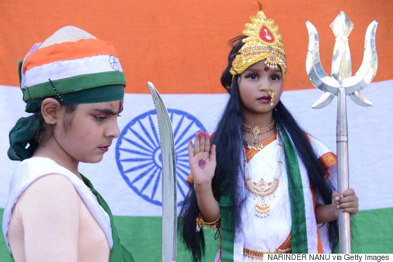 children dressed as bharat mata