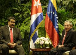 Esperando a Obama, condecorando a Maduro