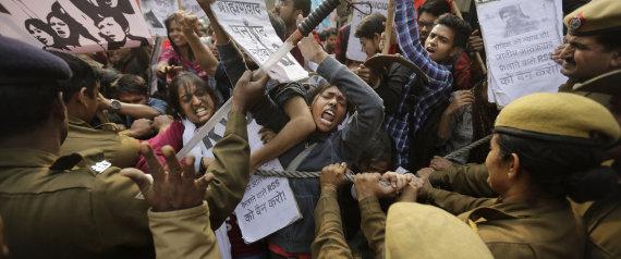 एमनेस्टी इंटरनेशनल इंडिया, हैदराबाद विश्वविद्यालय (UoH) के छात्रों और संकाय के शांतिपूर्ण विरोध पर पुलिस की कार्रवाई की निंदा और उनकी तत्काल रिहाई की मांग करती है