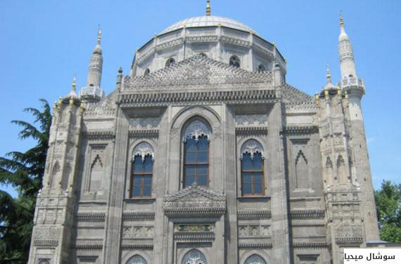 بالصور... أغرب 5 مساجد من حيث التصميم المعماري في إسطنبول O-MSJDFALYDSLTAN-570