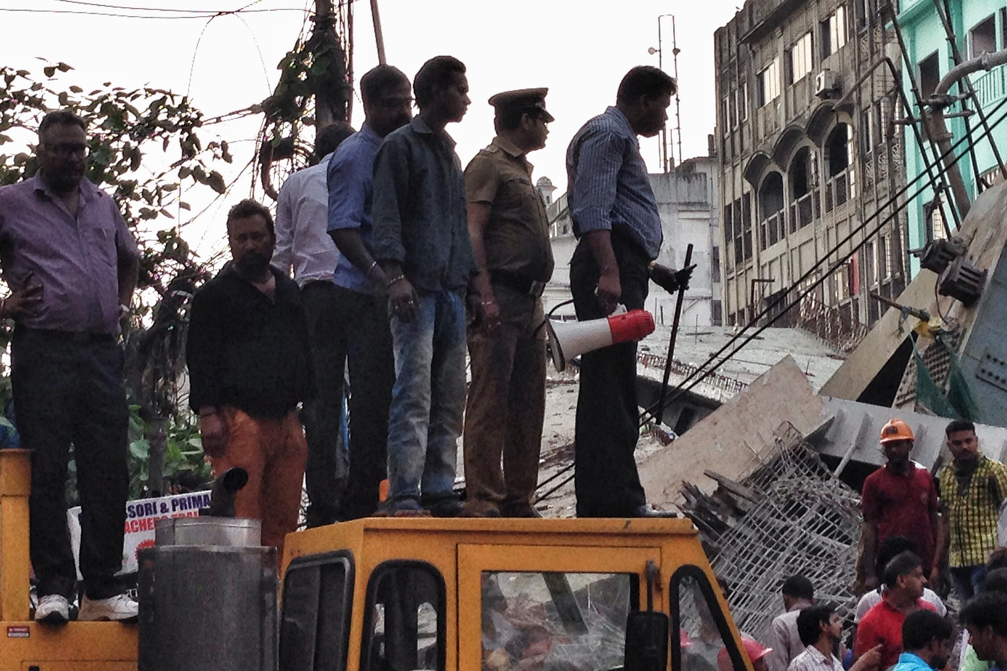 kolkata bridge collapse