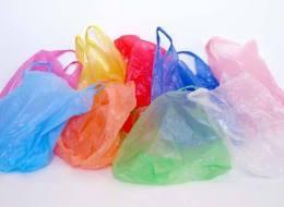 فرنسا تودّع الأكياس البلاستيكية.. وتدخل عصراً جديداً مع الأكياس