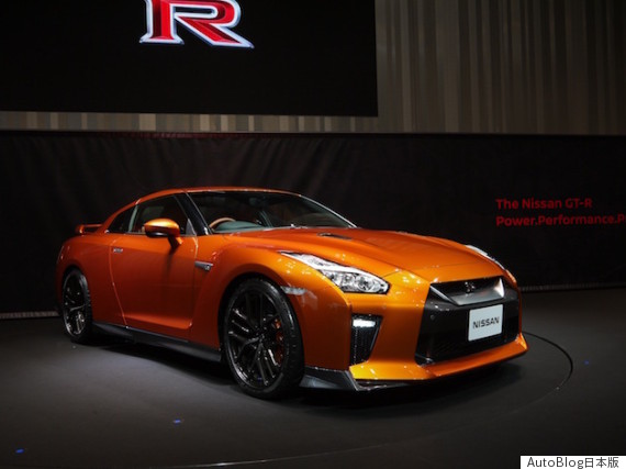 2017 nissan gtr front threequarters