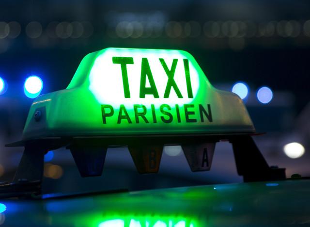 un fonds annuel de 100 millions d 39 euros pour racheter des licences de taxis. Black Bedroom Furniture Sets. Home Design Ideas