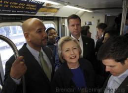Hillary Clinton est vraiment fière de (presque) savoir prendre le métro (PHOTOS/VIDÉO)