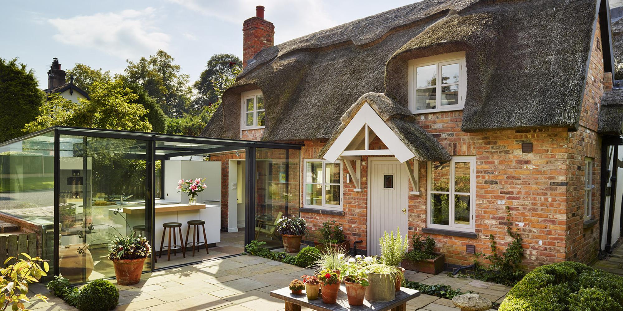 cette cuisine dans un cottage anglais est enti rement vitr e photos. Black Bedroom Furniture Sets. Home Design Ideas