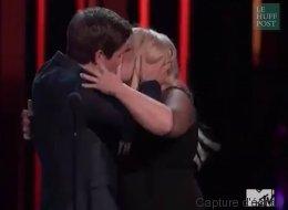 Pour fêter le prix du meilleur baiser de cinéma, ils s'embrassent goulûment (VIDÉO)