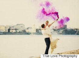 Les bombes de couleur, la tendance mariage du moment (PHOTOS)