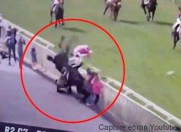 Un cheval percute des spectateurs lors d'une course (VIDÉO)