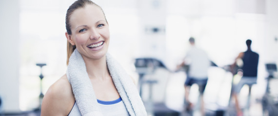 WOMAN SMILING AT GYM EXERCISE