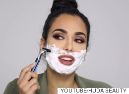 Cette maquilleuse se rase le visage... et selon elle, vous devriez aussi! (VIDÉO)