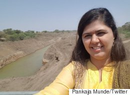 Pankaja Munde Is Getting A Lot Of Hate Online For These  'Drought Selfies' In Parched Latur