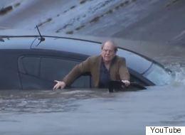 Un journaliste sauve un automobiliste des eaux en direct (VIDÉO)