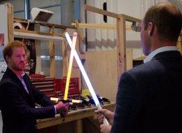 Harry et William ont rencontré Chewbacca et BB-8 (PHOTOS)