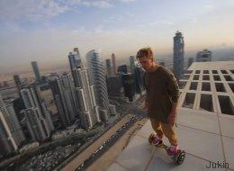 Il fait du hoverboard au sommet d'un gratte-ciel à Dubaï (VIDÉO)