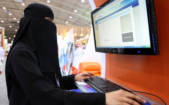 saudi woman work