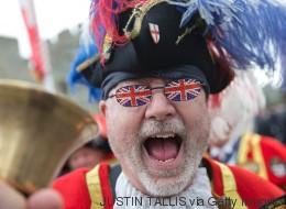 Les Britanniques célèbrent les 90 ans de la reine Elizabeth II en grand! (VIDÉO/PHOTOS)